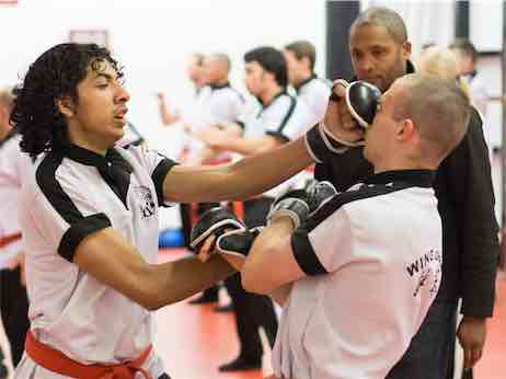 Wing Chun stoten zijn kort, snel en zeer doeltreffend.